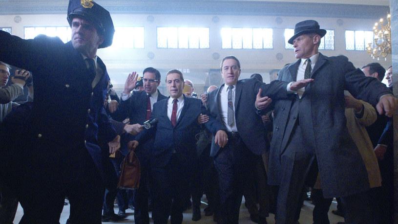 """Al Pacino i Robert De Niro w scenie z """"Irlandczyka"""" /materiały prasowe"""