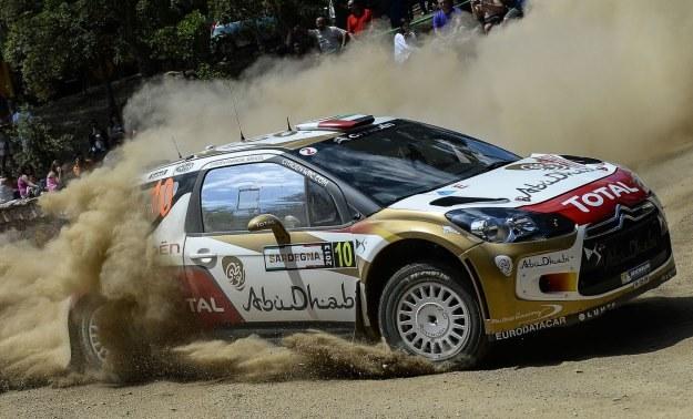 Al Qassimi i jego DS3 WRC. Tym samochodem pojedzie Kubica /AFP