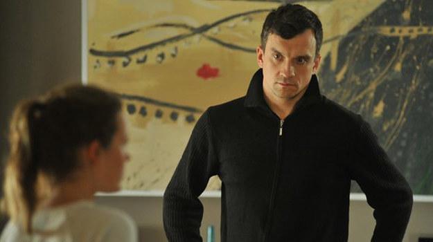 Ala pomaga Jurkowi. Proponuje mu, by zanocował u niej w domu. /www.mjakmilosc.tvp.pl/