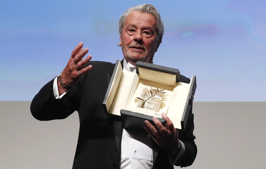 Alain Delon odebrał Honorową Złotą Palmę za całokształt twórczości /GUILLAUME HORCAJUELO  /PAP/EPA