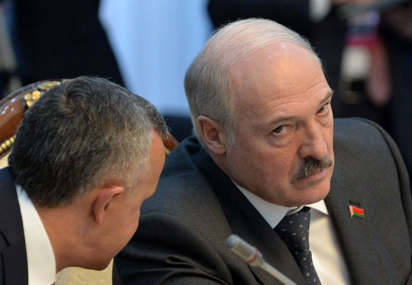 Alaksandr Łukaszenka (z prawej) /AFP