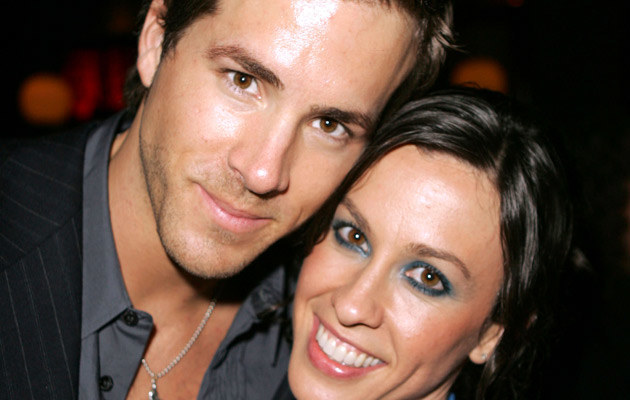 Alanis Morisette i Ryan Reynolds w 2004 roku, fot. Frazer Harrison   /Getty Images/Flash Press Media