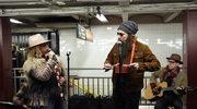 """Alanis Morissette i Jimmy Falon w przebraniu w metrze. Utwór """"Reasons I Drink"""" i nowa płyta"""