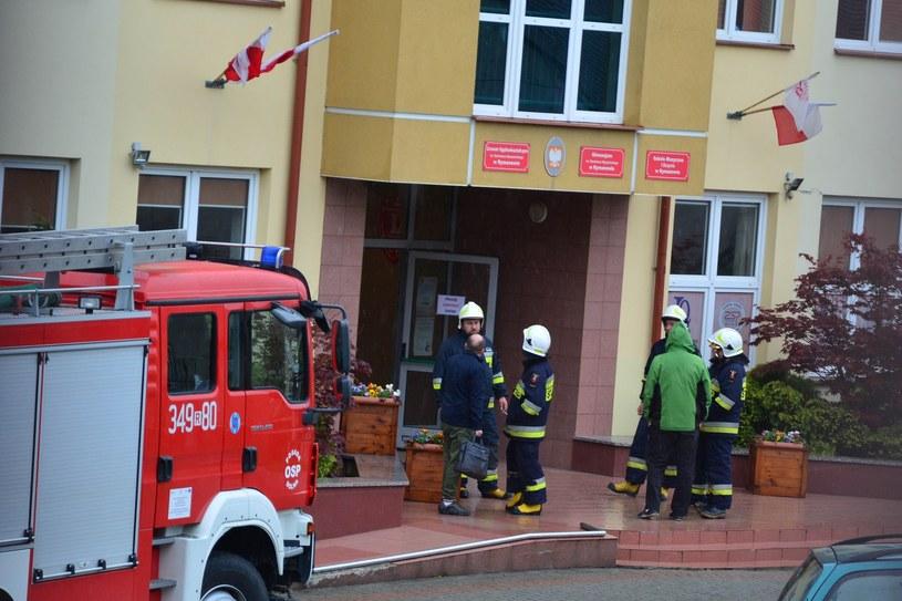 Alarm bombowy w Liceum Ogólnokształcącym w Rymanowie /Wojciech Zatwarnicki /Reporter