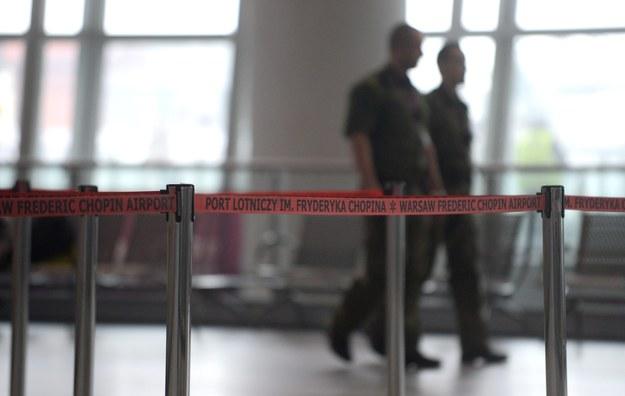 Alarm bombowy w Warszawie. Lotnisko Chopina złoży pozew cywilny przeciwko sprawcy