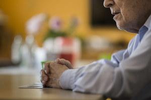 Alarmujący raport o epidemii w Polsce. Jedna trzecia seniorów przerwała leczenie