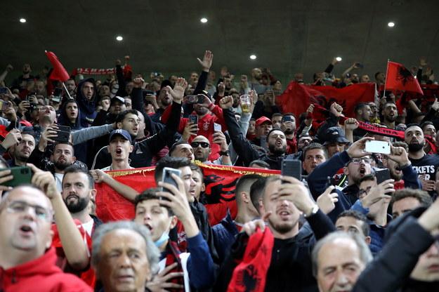 Albańscy kibice podczas meczu eliminacyjnego piłkarskich mistrzostw świata z Polską / Leszek Szymański    /PAP