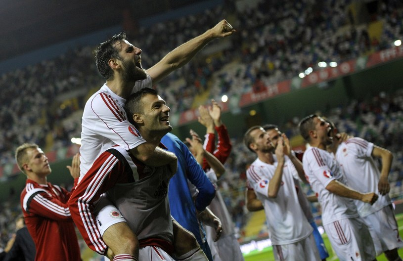 Albańscy piłłkarze będą mieli doping swoich fanów /AFP