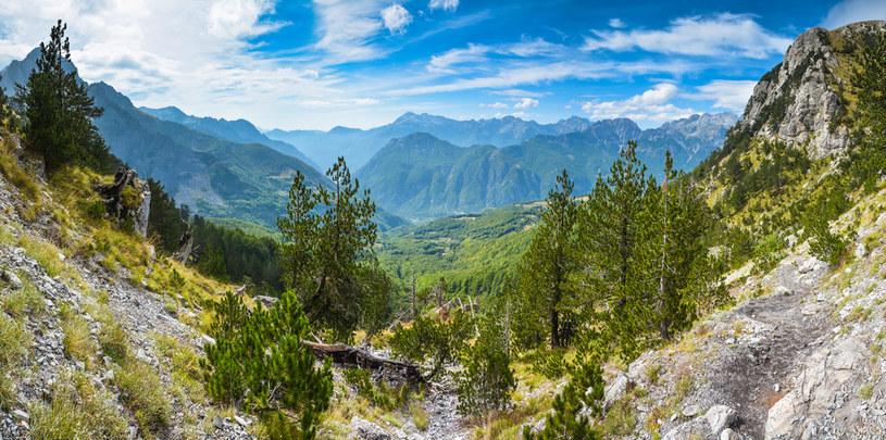 Albańskie góry to doskonałe miejsce na trekking /123RF/PICSEL