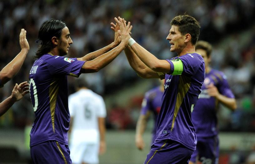 Alberto Aquilani i Mario Gomez świętują po rozmontowaniu obrony Realu /Bartłomiej Zborowski /PAP
