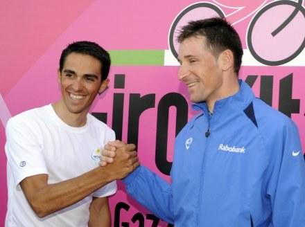 Alberto Contador (Astana, z lewej) i Denis Mienszow (Rabobank) /AFP