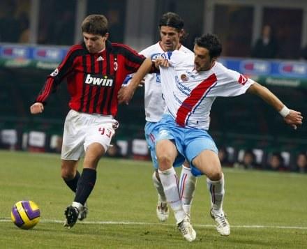 Alberto Paloschi (z lewej) strzelił gola w debiucie /AFP