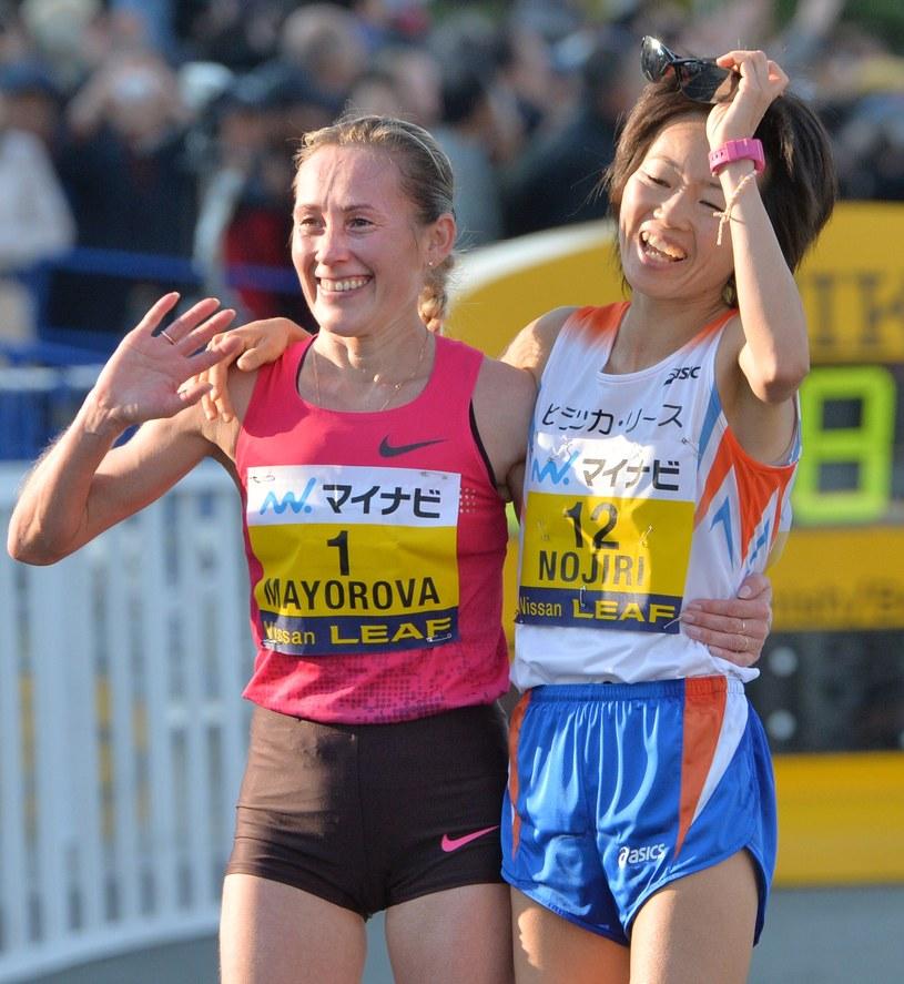 Albina Majorowa i Azusa Nojiri na mecie /AFP