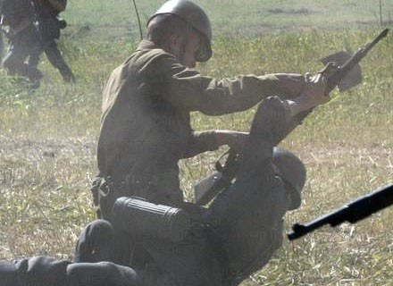 """""""Albo ja jego, albo on mnie"""" - tak tłumaczą swoją agresję żołnierze /AFP"""