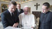 Album i czek na cele dobroczynne. Leonardo DiCaprio na audiencji w Watykanie