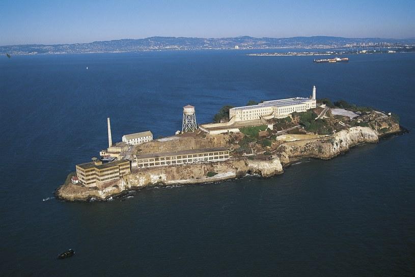 Alcatraz z lotu ptaka. Dopłynięcie własnymi siłami z wyspy do brzegów San Francisco naprawdę nie jest łatwym zadaniem /DEA / W. BUSS / Contributor /Getty Images