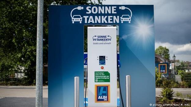 Aldi zrewolucjonizował handel detaliczny w Niemczech. Czyżby teraz szykował nową rewolucję? /Deutsche Welle