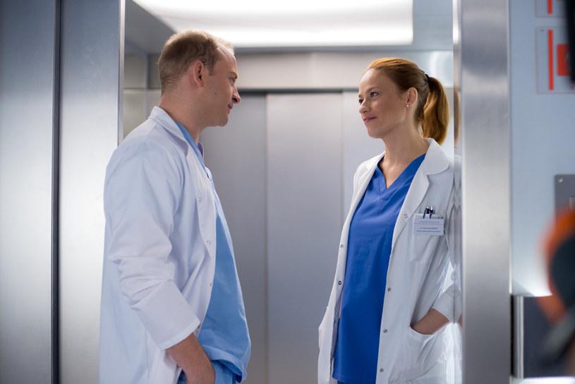 ...ale także nowy lekarz, Przemek Karski (w tej roli Borys Szyc). /x-news/ Piotr Litwic /TVN