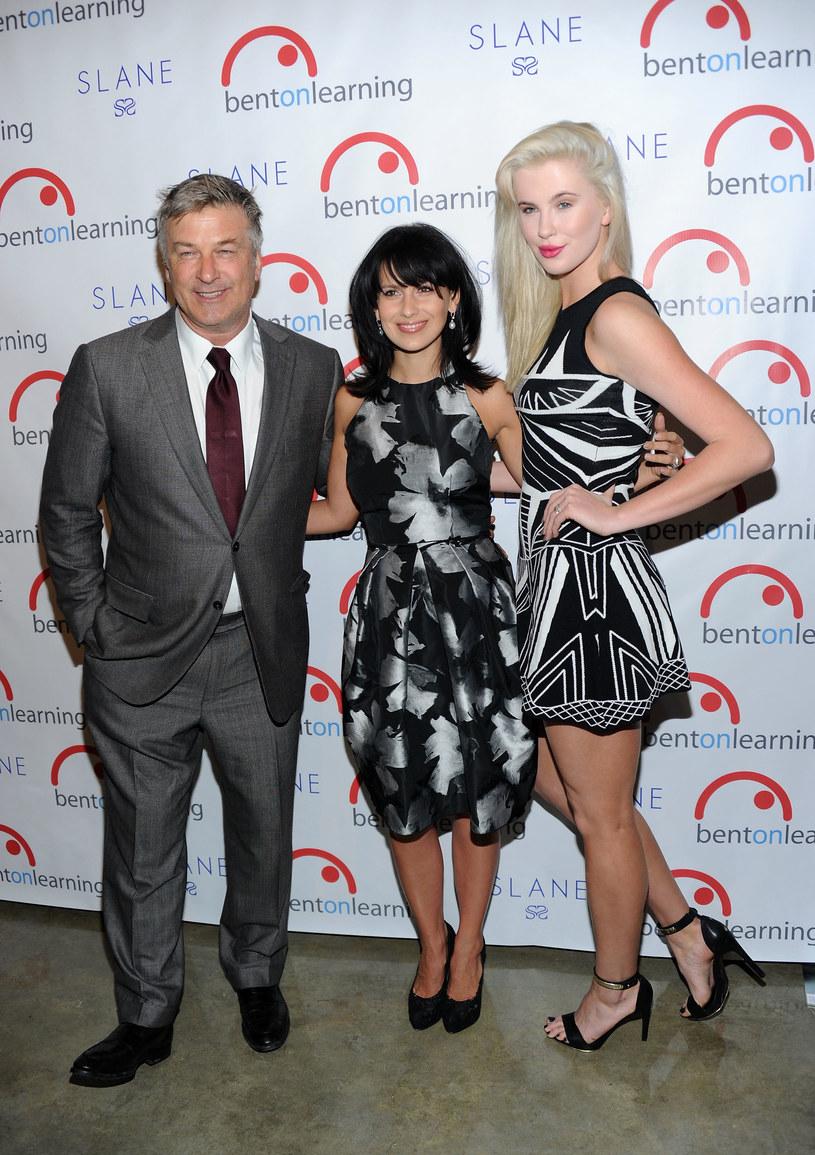 Alec Baldwin z obecną żoną i córką Ireland /Jamie McCarthy /Getty Images