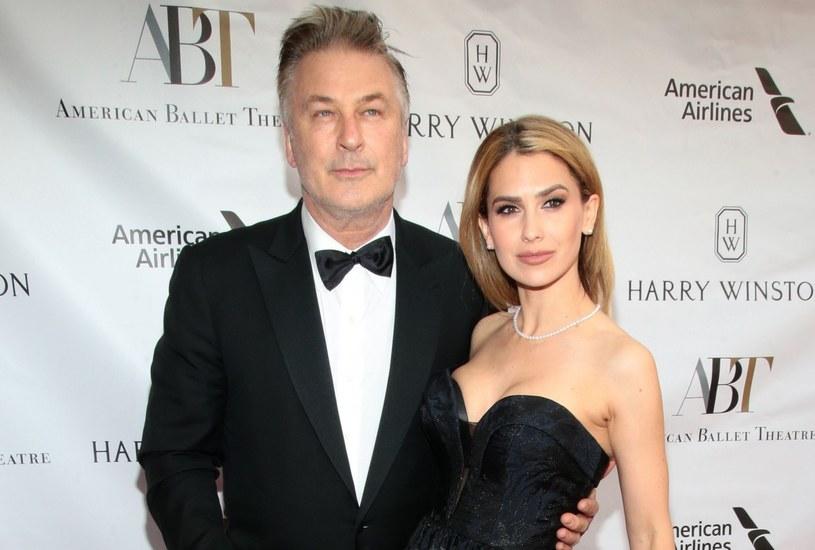 Alec Baldwin zdradził, że nabawił się kontuzji biodra, bo nosił na rękach żonę /Paul Zimmerman/WWD/REX /East News