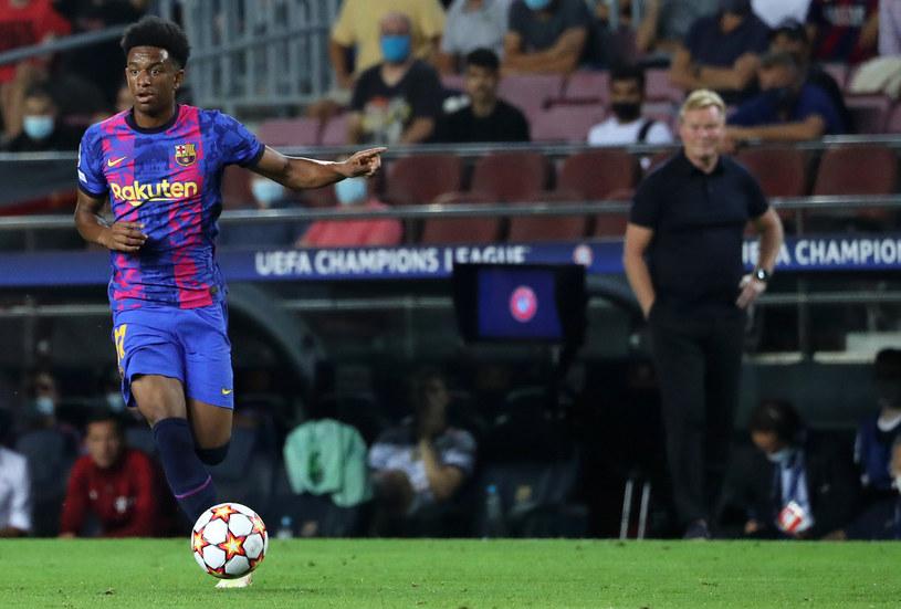 Alejandro Balde ma być jednym z tych graczy, który ożywi wizerunek drużyny w oczach włodarzy Barcelony. Na to liczy mocno Ronald Koeman / NurPhoto / Contributor /Getty Images