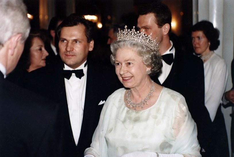 Aleksander Kwaśniewski z królową Elżbietą II /- /East News