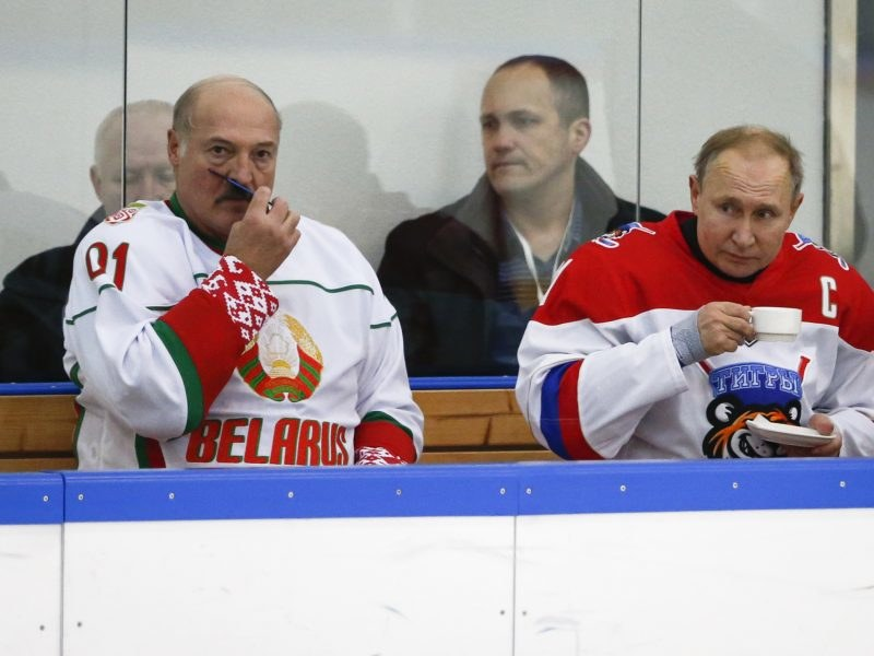 Aleksander Łukaszenka i Władimir Putin - Euractiv.com /