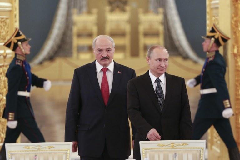 Aleksander Łukaszenko i Władimir Putin /SERGEI KARPUKHIN / POOL /AFP