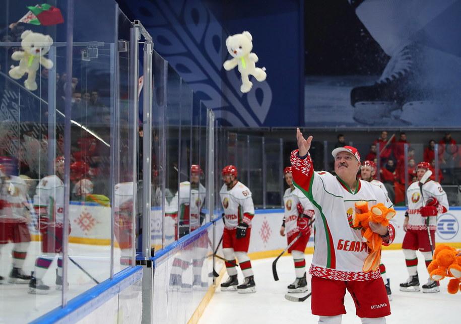 Aleksander Łukaszenko po meczu hokejowym /ANDREI POKUMEIKO / POOL /PAP/EPA