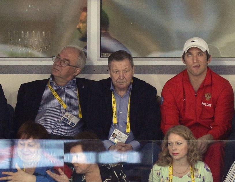 Aleksander Malcew (w środku). Z prawej Aleksander Owieczkin /AFP