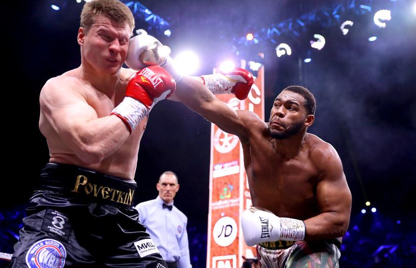 """Aleksander """"Sasza"""" Powietkin (z lewej) tu w walce z Michaelem Hunterem /Getty Images"""