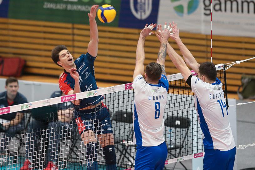 Aleksander Śliwka atakuje, do bloku skaczą Andrzej Wrona i Michał Superlak /Adam Starszynski / PressFocus / NEWSPIX.PL /Newspix