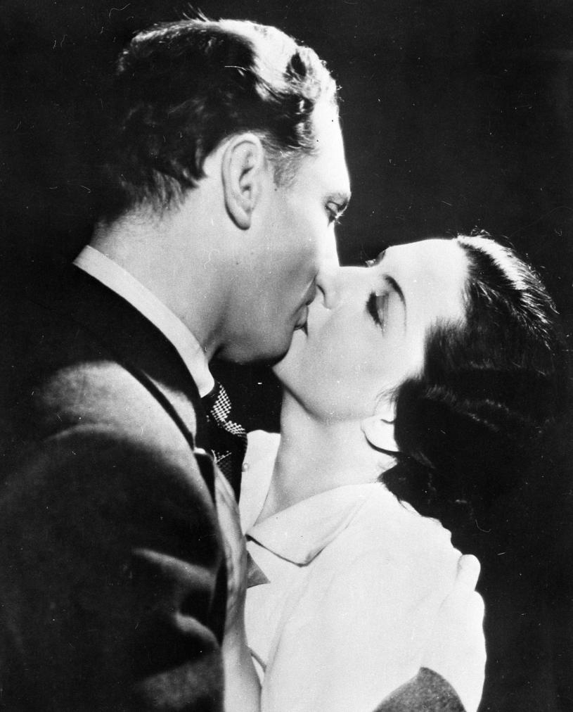 """Aleksander Żabczyński i Jadwiga Smosarska w filmie """"Jadzia"""" (1936) /INPLUS /East News"""