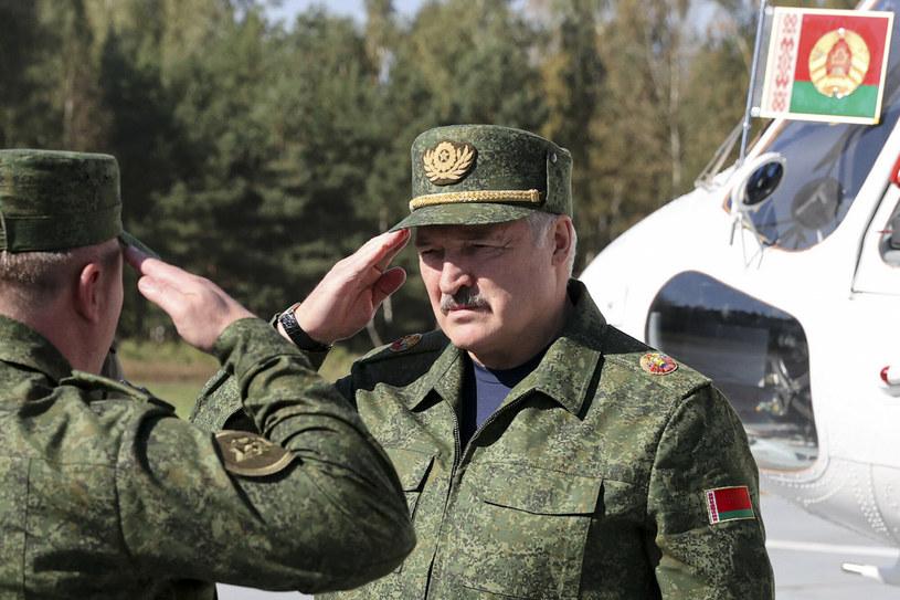 Aleksandr Łukaszenka jest bardzo zadowolony z przebiegu ćwiczeń /East News