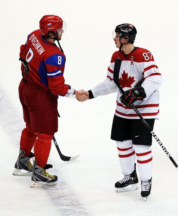 Aleksandr Owieczkin i Sidney Crosby /AFP