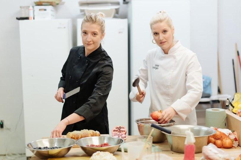 """Aleksandra Domańska na jeden dzień wcieliła się w rolę profesjonalnego kucharza. Jej przewodniczką po świecie """"od kuchni"""" została Lara Gessler /materiały prasowe"""