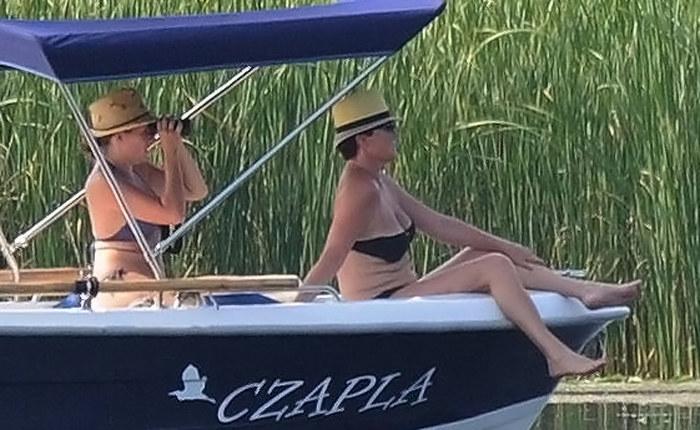 Aleksandra i Jolanta Kwaśniewskie na łódce /Bogdan Hrywniak /Newspix