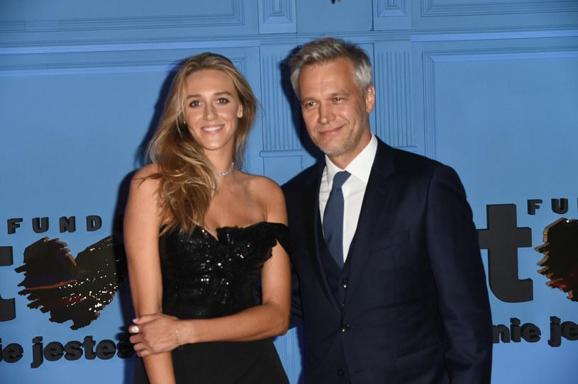 Aleksandra i Michał Żebrowscy są szczęśliwymi rodzicami trójki dzieci /Artur Zawadzki/REPORTER /East News