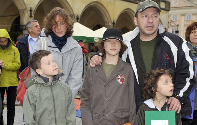 Aleksandra Justa i Zbigniew Zamachowski z dziećmi /Kurnikowski /AKPA