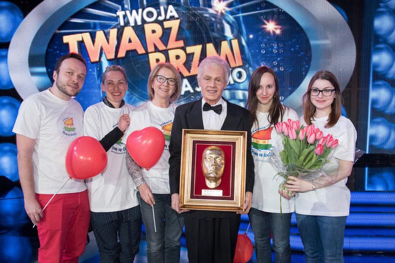 """Aleksandra Szwed (C)  i Fundacja """"Dom w Łodzi"""" /Polsat"""