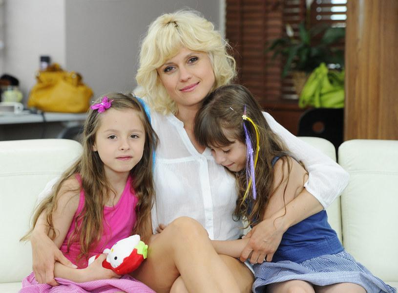 Aleksandra Woźniak z córkami w 2011 roku /BLAWICKI PIOTR /East News