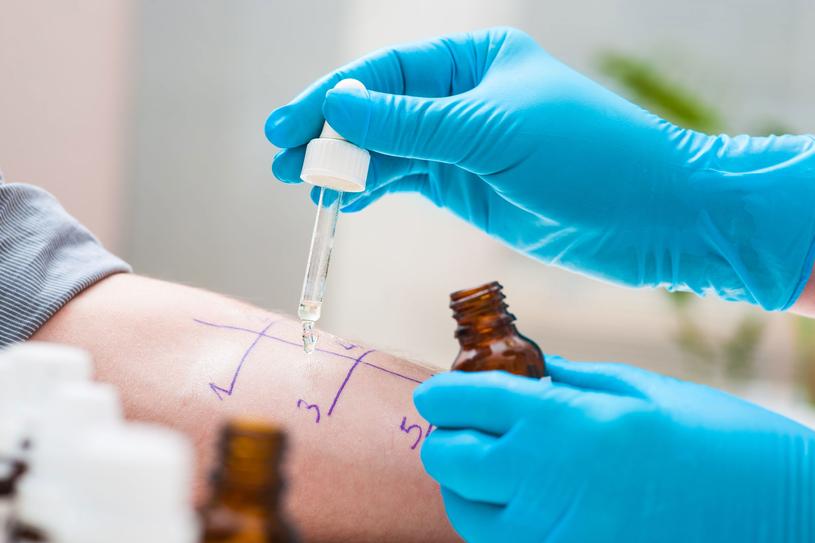 Alergię mogą wywoływać różnego rodzaju czynniki środowiskowe (alergeny) /Picsel /123RF/PICSEL