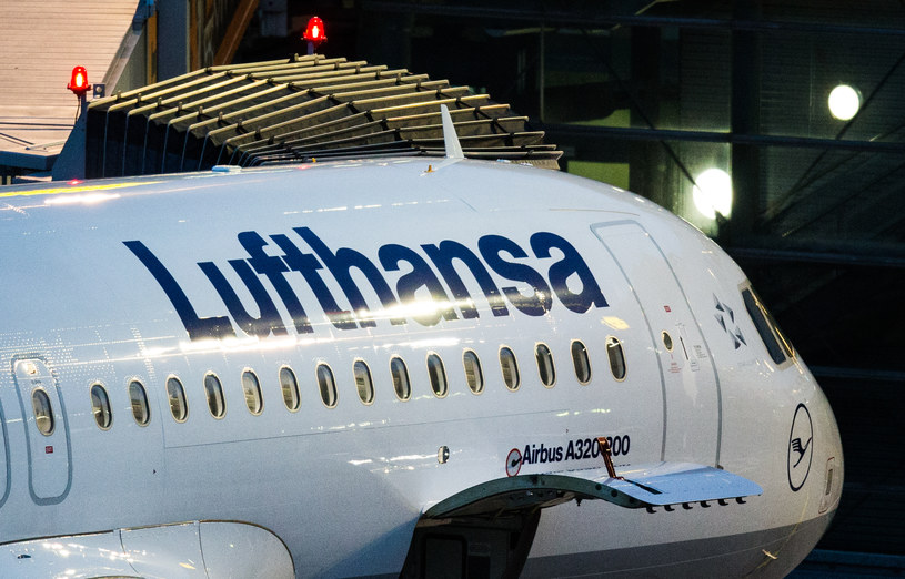 Alert bombowy przyczyną awaryjnego lądowania samolotu Lufthansy /AFP