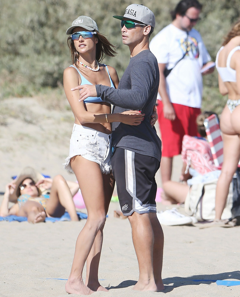 Alessandra Ambrosio ze swoim partnerem, Richardem Lee /BACKGRID /East News