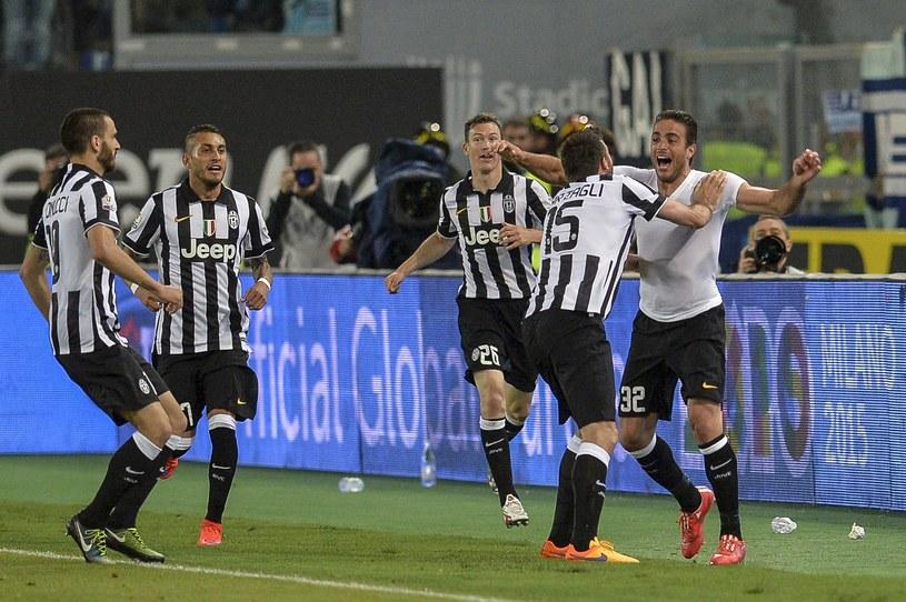 Alessandro Matri (już bez koszlki meczowej) cieszy się współnie z kolegami z Juventusu /AFP
