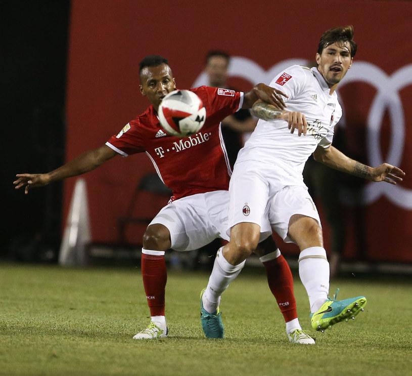 Alessio Romagnoli (z prawej) podczas meczu towarzyskiego /AFP