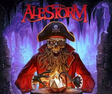 """Alestorm: Pijacka załoga w poszukiwaniu skarbu. Zobacz teledysk """"Treasure Chest Party Quest"""""""