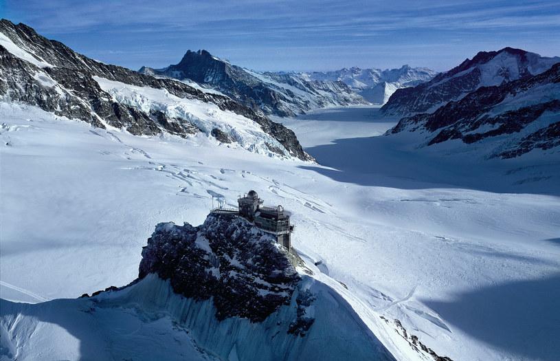 Aletsch to największy lodowiec Alp - można na nim uorawiać sporty zimowe nawet w lecie /Switzerland Tourism