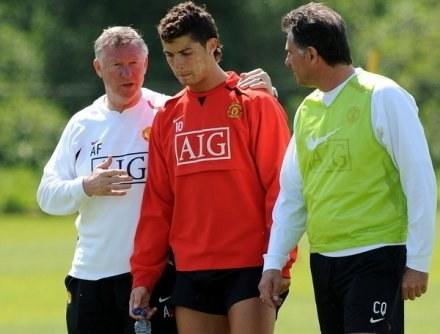 Alex Ferguson strzeże Cristiano Ronaldo, jak najcenniejszego skarbu /AFP
