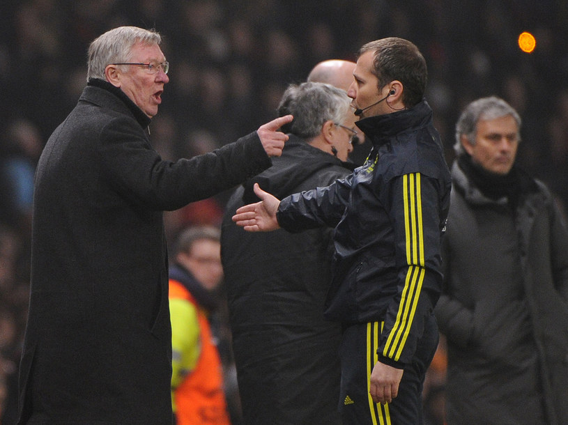 Alex Ferguson (z lewej) był niezadowolony z pracy arbitra /AFP